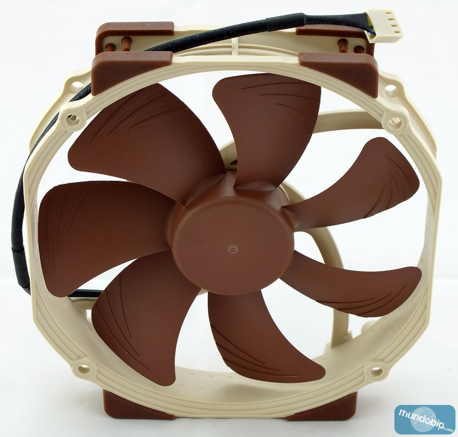 Frontal Noctua NF-A15-PWM