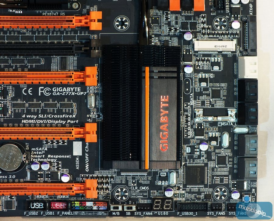 Parte inferior derecha Gigabyte GA-Z77X-UP7